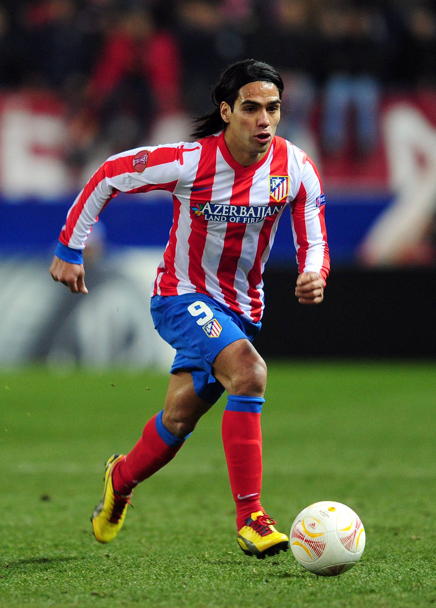 Radamel_Falcao_bears_down_on_goal_football4football