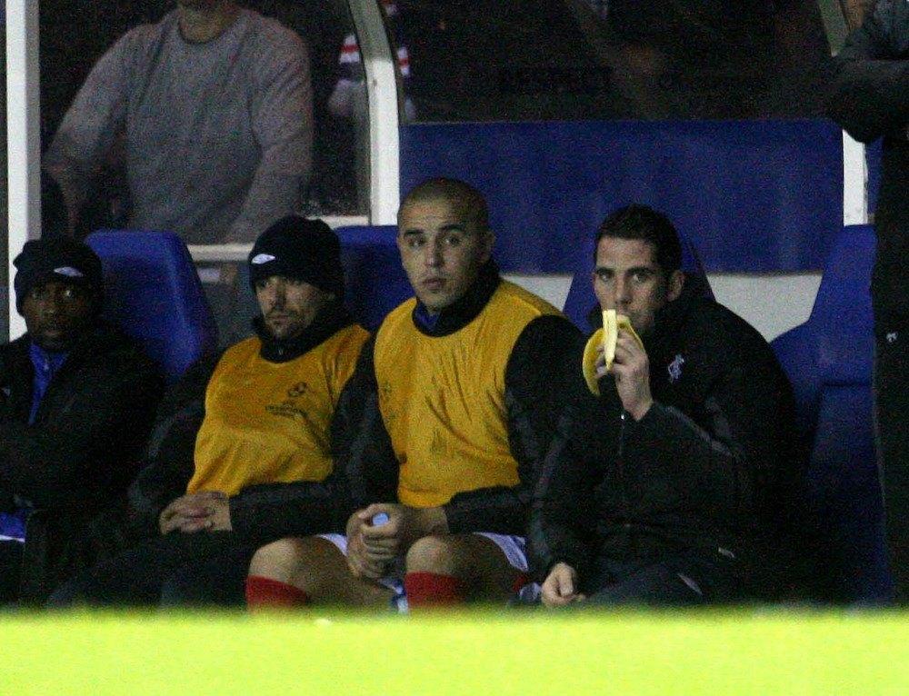 Football_4_Football_players_eat_banana_during_a_football_match_5_a_day_nutrition.jpg