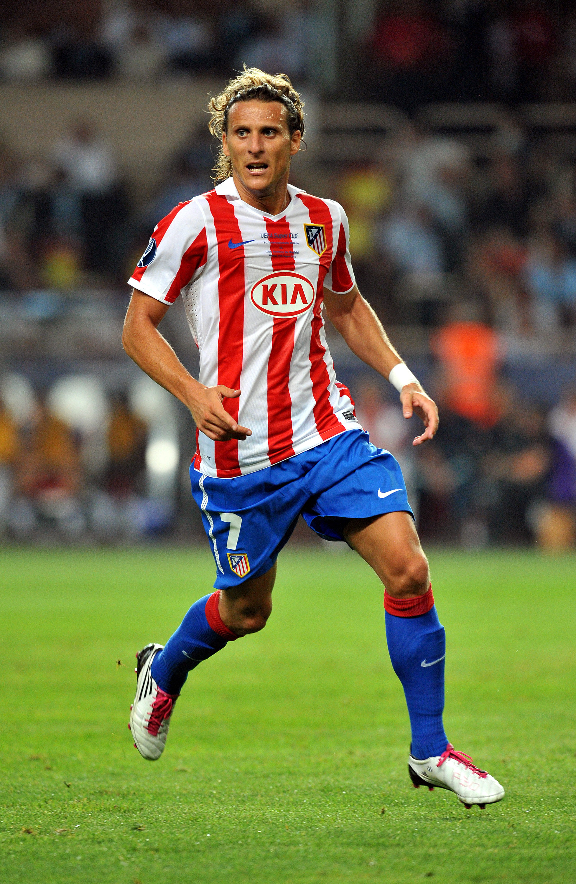 Diego_Forlan_makes_a_run_off_the_ball_playing_for_Atletico_football4football
