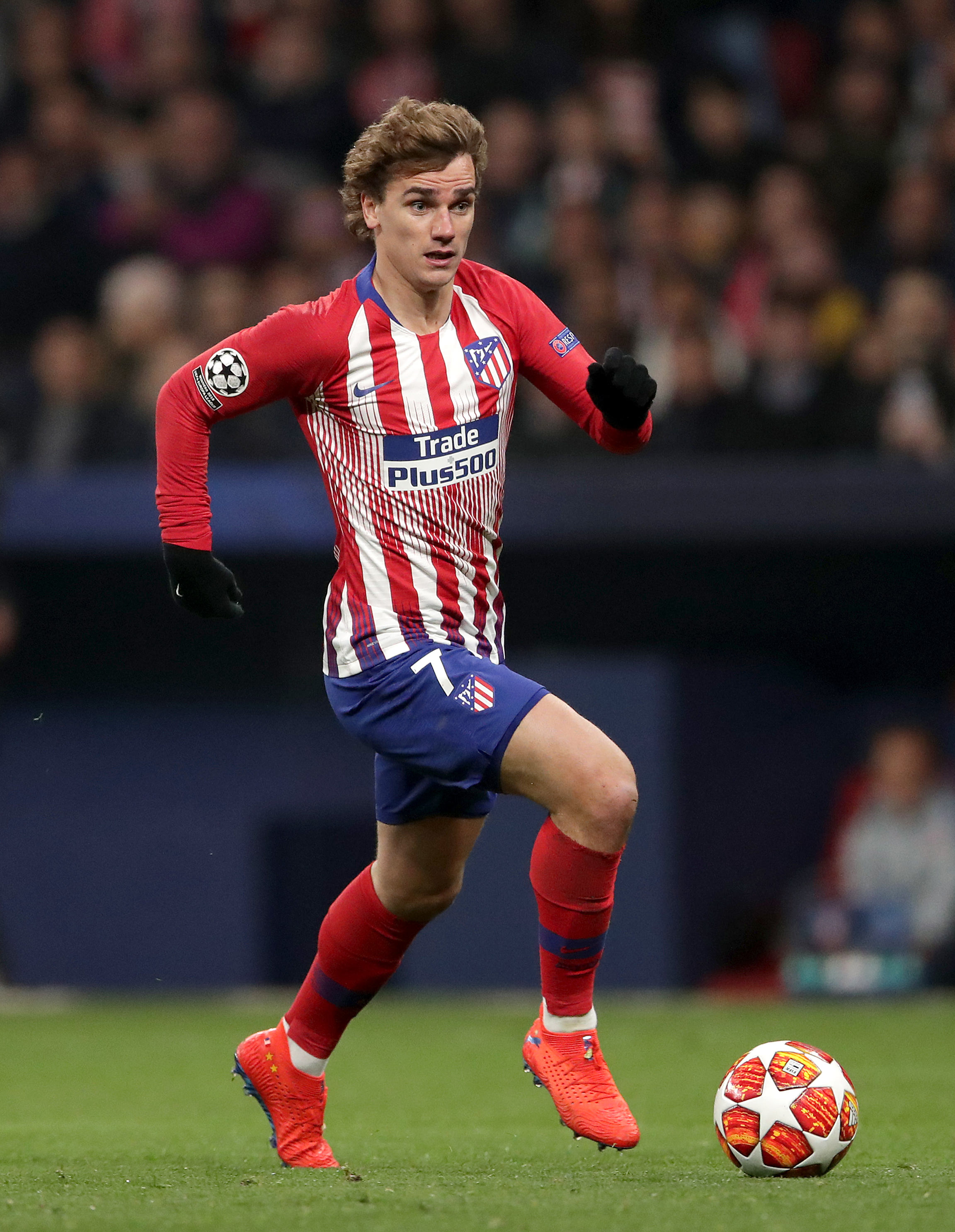 Antoine_Griezmann_runs_with_the_ball_Barcelona_atletico_madrid_football4football
