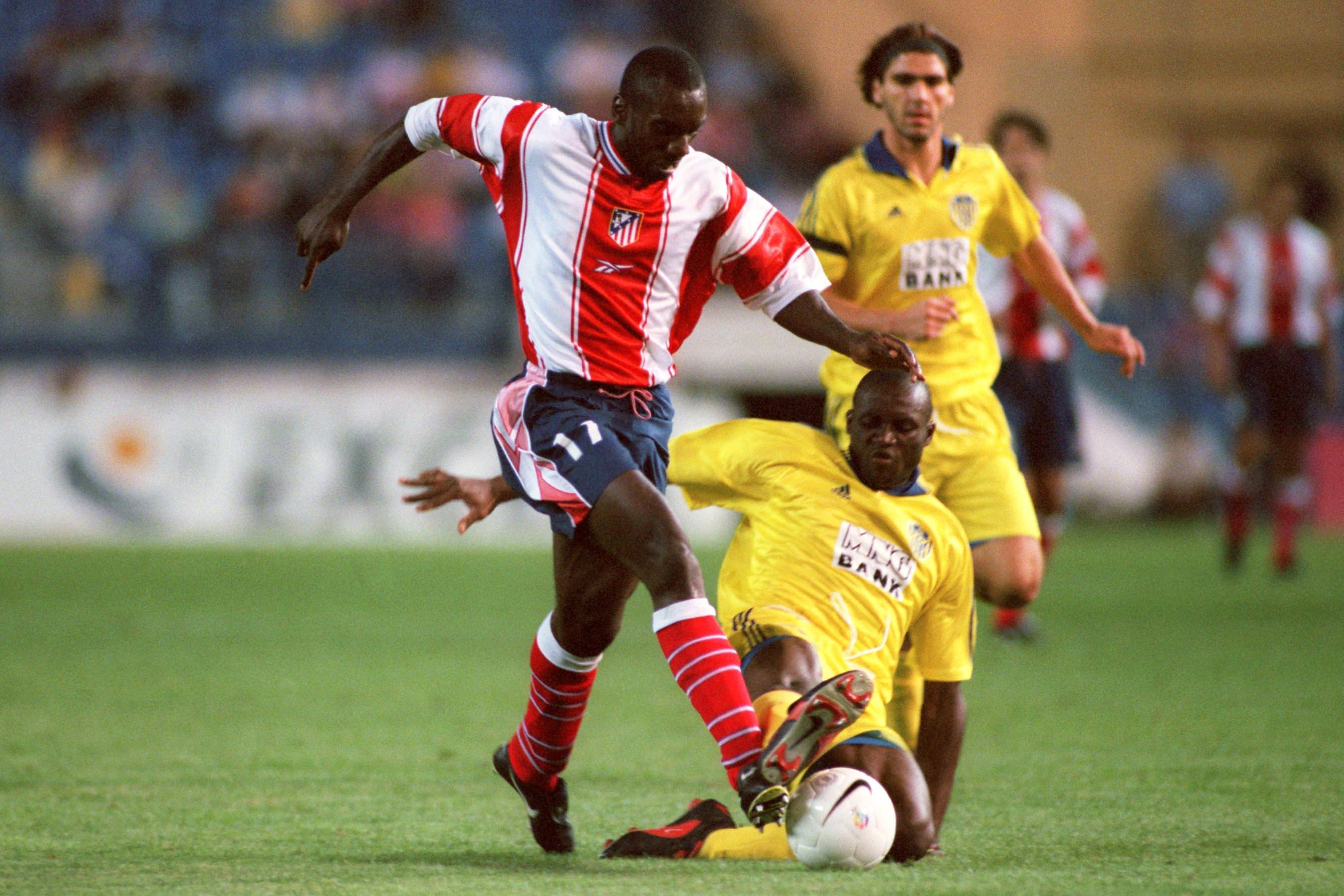 Jimmy_FloydHasselbaink_evades_a_tackle_playing_in_la_liga_football4football